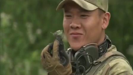 《特种兵之火凤凰 》阎王当场吃昆虫吓坏菜鸟!