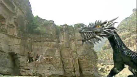 八大高手屠龙抢夺龙珠,怎料真龙死后龙珠飞了出去,被一小孩吞了