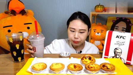 韩国大胃王卡妹吃芝士蛋挞, 还要再来一杯可乐, 吃完不觉得腻吗?