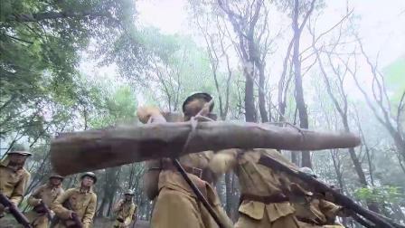 战士设置陷阱等着鬼子,拉绳子放下树干,把鬼子撞飞引爆地雷