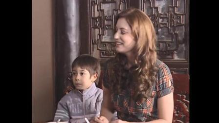 北京婆婆给儿媳豆汁和焦圈:蘸着吃,不料美国儿媳站着吃,太逗了