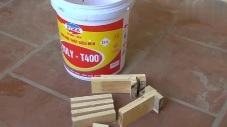 厂里的老鼠太多, 木工小伙用废木料加工了一个捕鼠器, 一试乐坏了