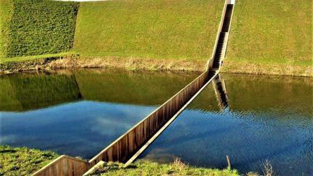 世界上最低的桥, 比河面还低, 建在水下不怕被淹吗?