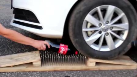 在钉板上放一大瓶可乐, 让后让汽车压过, 猜猜最后结果会怎样? 一起来见识下!