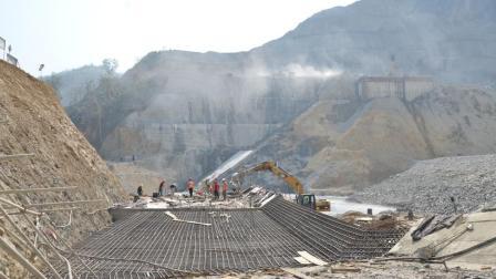 老挝和韩国合建百亿大坝, 刚竣工4秒就塌陷, 老挝: 中国快帮帮忙!