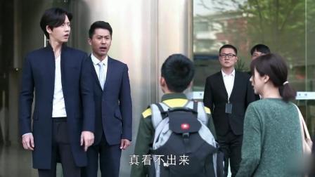 总裁让灰姑娘道歉,不料小男子这样对总裁说:爸,你别跪着求我妈