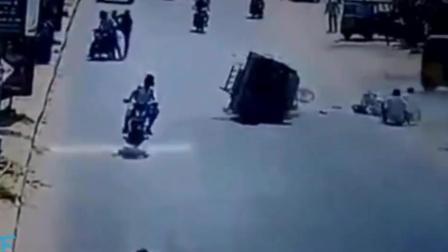 女子身穿长裙在马路中穿过 令人愤怒的一幕就这么发生了!