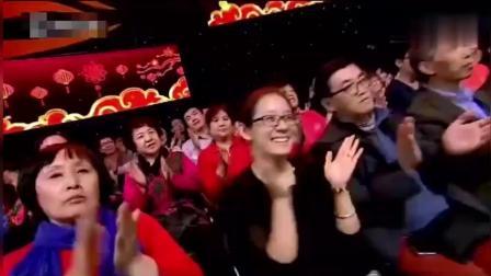 71岁中国大妈空中跳钢管舞 高难度动作震惊万千
