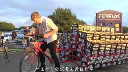 自行车后架点燃1000个鞭炮会怎样? 老外作死实验, 场面堪比好莱坞