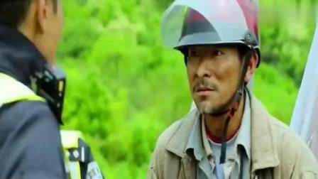 刘德华高速路上开摩托车, 被当警察的梁家辉抓到, 这反应太逗了