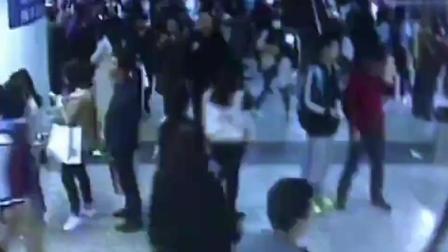 """女大学生地铁遭遇""""咸猪手"""" 自拍视频取证坚决报警擒获猥琐男!"""