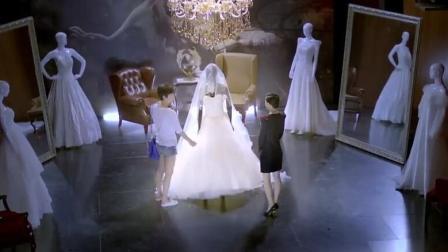 婚纱店最中间的婚纱不能穿, 女孩不信邪非要穿, 结果出事了!