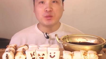 韩国大胃王吃棉花糖, 蘸巧克力酱, 一口一个, 好过瘾