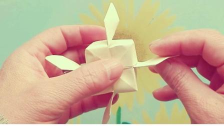 儿童折纸: 有翅膀的小方块