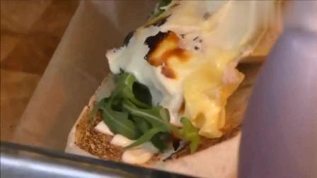 风味人间: 面包里狂加奶酪, 这个过程看着很爽, 网友: 怎么下嘴