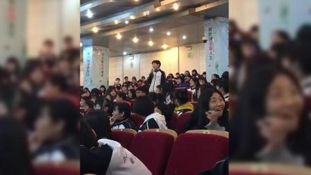 中学生讲堂唱歌走红, 实力翻唱《东西》, 台下观众瞬间变迷妹