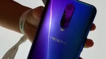 OPPO R17 Pro的颜色是活的-雾光渐变色随角度改变颜色