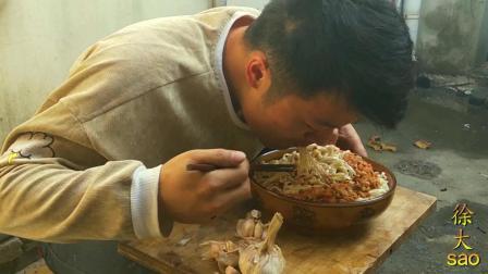 两头蒜, 1斤面, 小伙挑战意式肉酱面, 1斤酱料拌面吸着吃, 看饿了