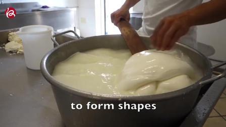实拍意大利餐厅马苏里拉奶酪的制作全程
