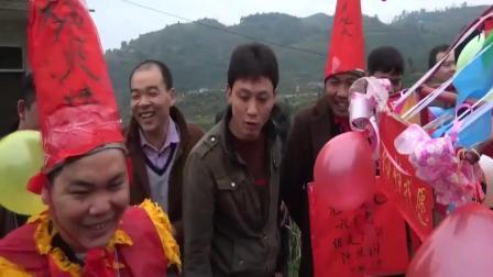 姑娘嫁农村小伙, 半路坐上很拉风的花轿, 新郎亲自抬