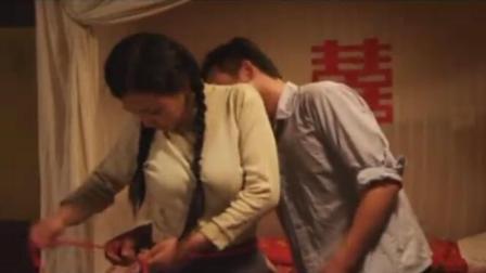 小伙婚后外出打工8年, 将妻子托付给邻居老王, 回村后只能离婚!