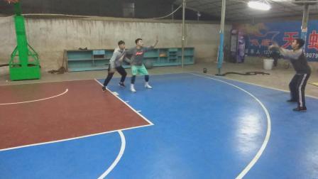 内线球员如何用正确的姿势伸手要球! 云风篮球