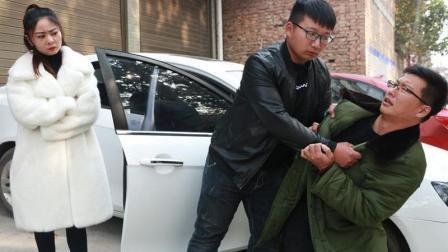 母亲重病, 弟弟找哥哥借钱遭嫌弃, 3年后弟弟做法大快人心