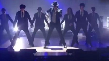 亚洲舞王Rain模仿迈克尔·杰克逊经典舞步, 现场帅惨了