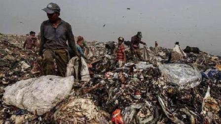 世界最脏首都: 人口2500万却几乎见不到垃圾桶, 垃圾山堆17层楼高