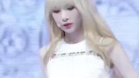 韩国女团现场热舞, 像风一样的美女, 短裤是真白啊!