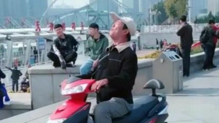 天津网红大爷唱《西海情歌》不输专业歌手, 唱歌越来越好听了!
