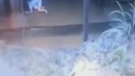 女子走着走着突然倒下 监控拍下了诡异的一幕!