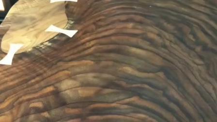国外木工师傅将不起眼的木材, 打造出精致的咖啡桌, 手工技术真牛