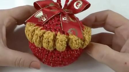 「玩偶针织」编织圣诞节的圣诞球