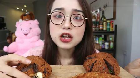 阿尤小姐姐吃奶油面包, 泡芙, 巧克力脏脏黑糖, 看着就好腻啊