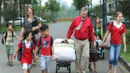 美国人喜欢收养中国孤儿, 尤其是女孩, 这究竟是为何?