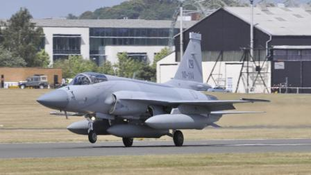 伊朗宣布将购买枭龙战机