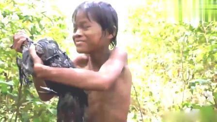 越南熊孩子荒野做美食, 辣味烧鸭, 网友: 真香, 小心被偷吃!