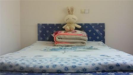 睡觉是硬床好还是软床好呢? 你家的床软硬合适吗? 小妙招教你测试