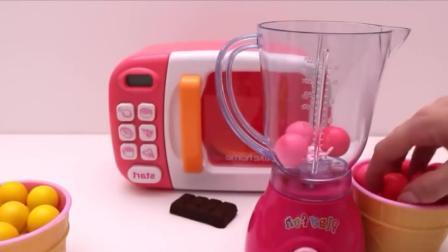 手工玩具: 用彩色橡皮泥做一个奶油草莓蛋糕