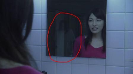 """妹子对着镜子念出""""变美""""的咒语, 没想到恐怖的事情发生了"""
