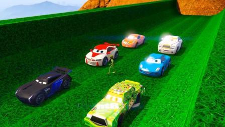 赛车手开着一辆超级像鱼的赛车疾跑在绿色的赛道上! 太开心了!
