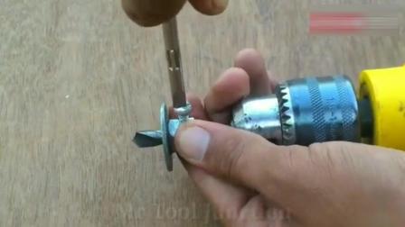 牛人将钻头上安装这样的小工具, 创意真是不错