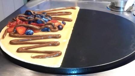 当水果煎饼果子洒上巧克力酱的那一瞬间, 馋得我的口水流了一地!