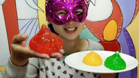 """妹子试吃""""洋葱果冻"""", 色泽靓丽好漂亮, 咬一口果味香浓超美味"""