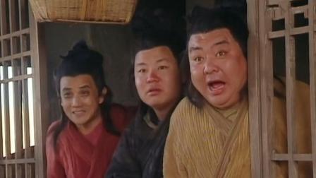 此人使出绝妙剑法 幻化成四人攻击小伙 看小伙如何