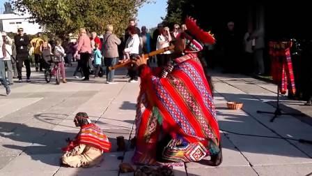 美国街头艺人演奏印第安人神曲《最后的莫西干人》