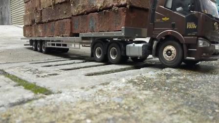 玩具车: 这路真不好走 这大货车还拉这么多砖头 会翻车吗?