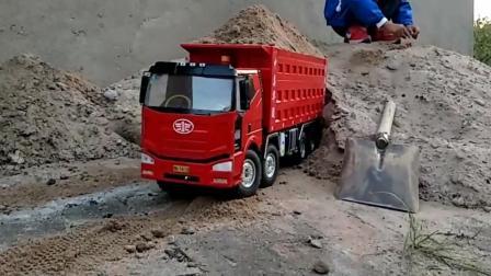 玩具车: 这大货车马力不小啊 拉这么多 倒车看起来一点也不费劲