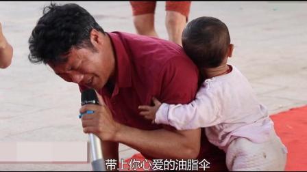 街头残疾歌手撕心裂肺演唱《妈妈我想你》泪洒当场, 一般人不敢听